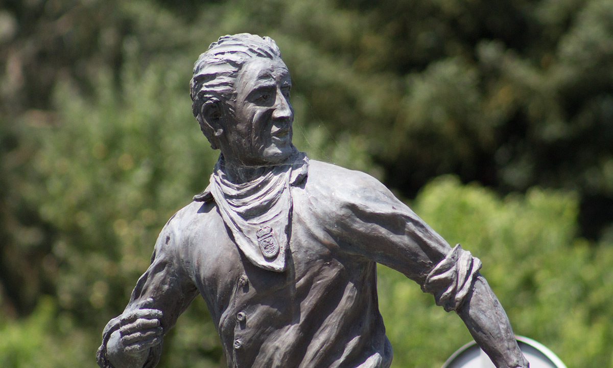 Estatua encierro - Ayuntamiento de Ampuero