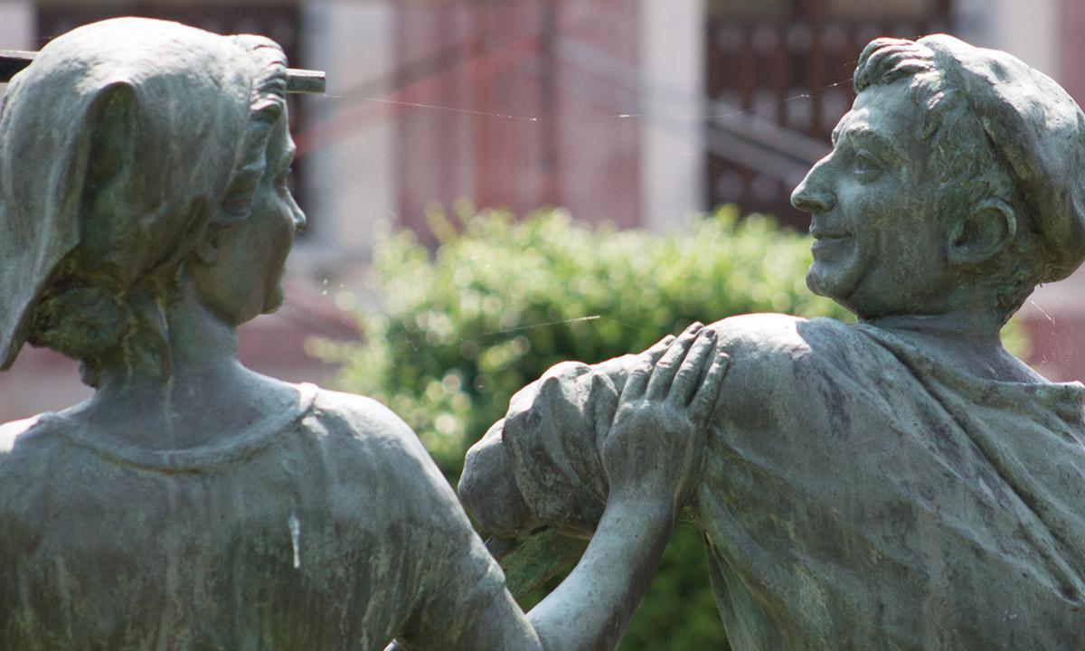 Estatua- Ayuntamiento de Ampuero